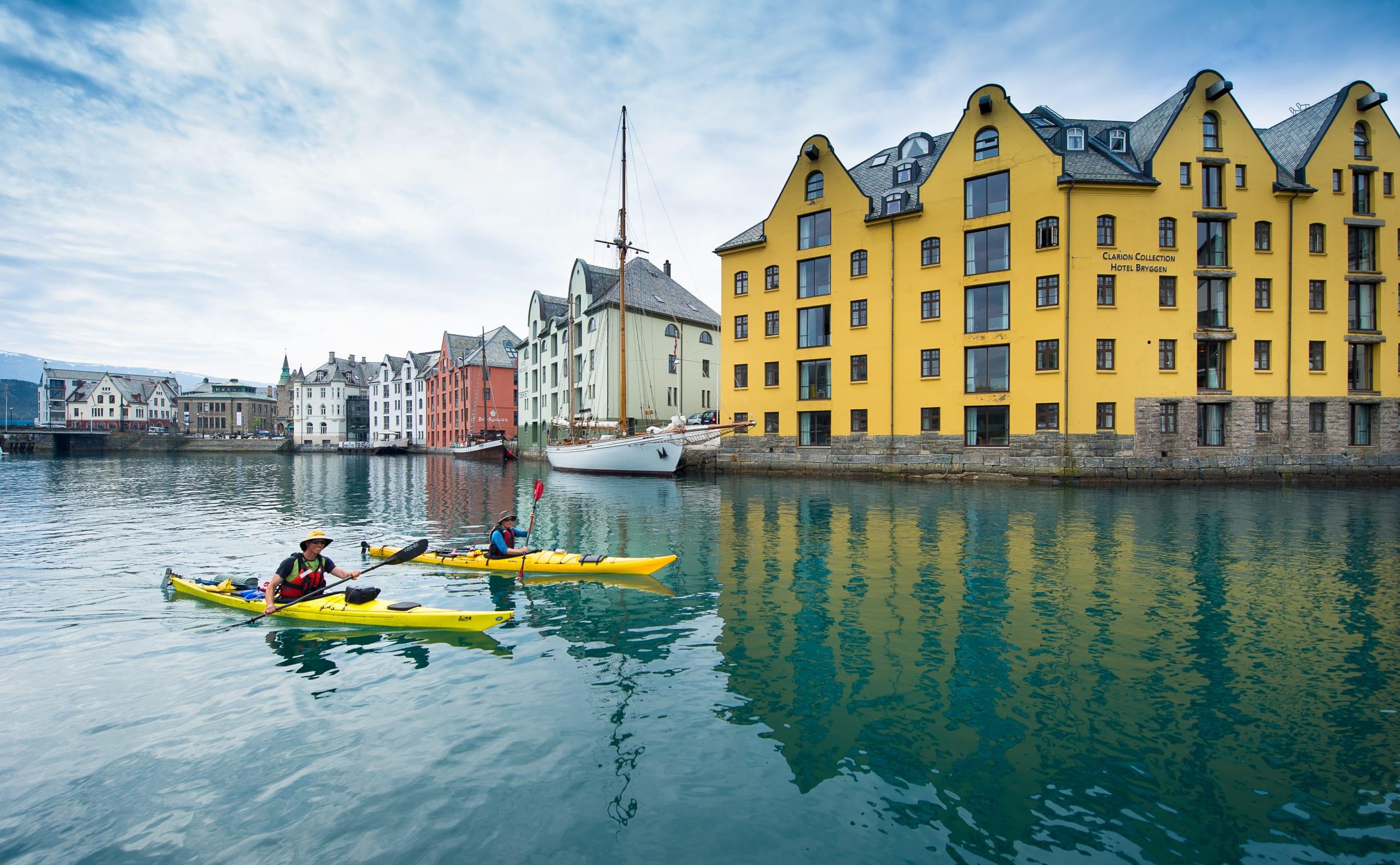 Kayaking in Brosundet in Ålesund