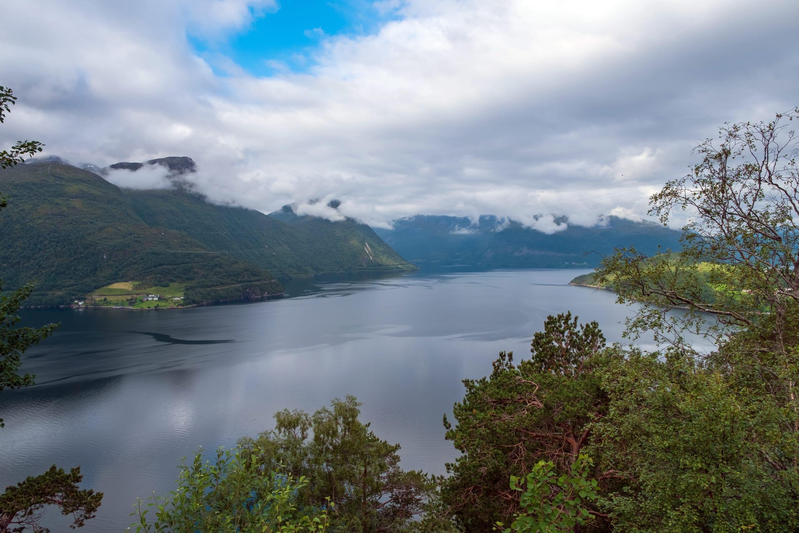 Hornindalsvatnet , Europe's deepest lake