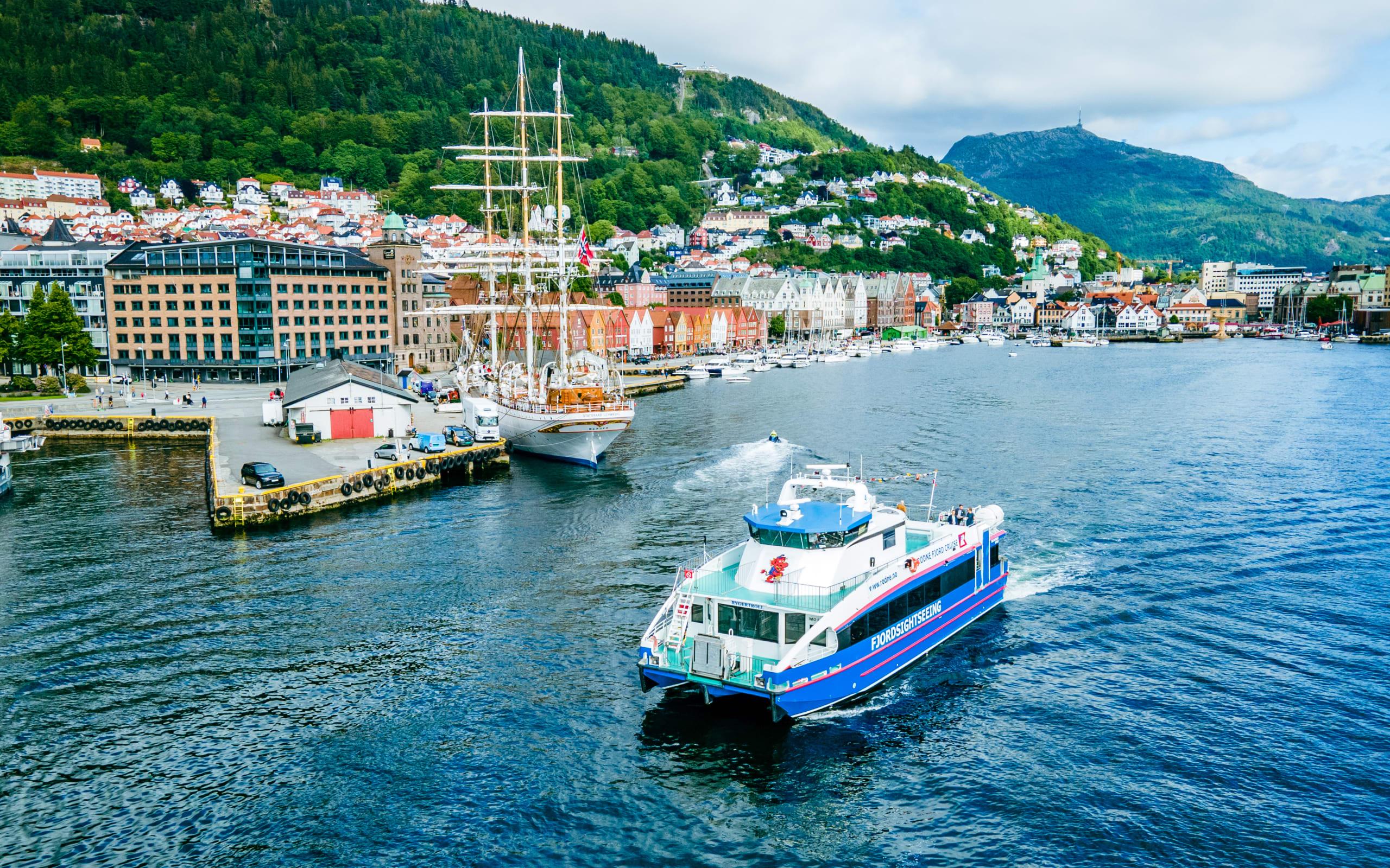 Fjord cruise from Bergen to Bekkjarvik