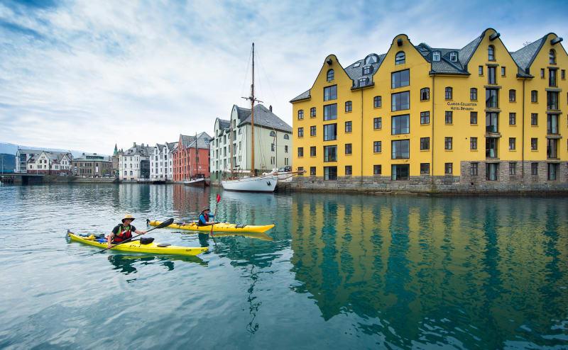 Kayaking through Brosundet in Ålesund