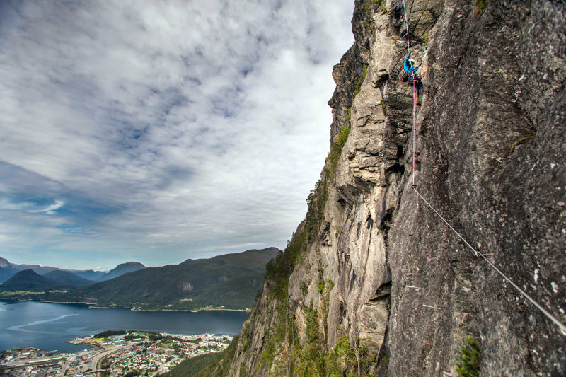 Climbing at the west wall of Romsdalsstigen