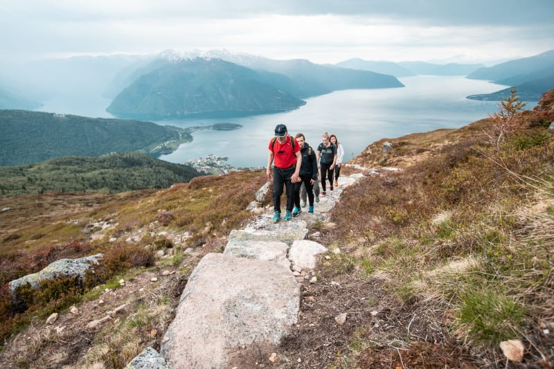 Guided hike to mount Raudmelen