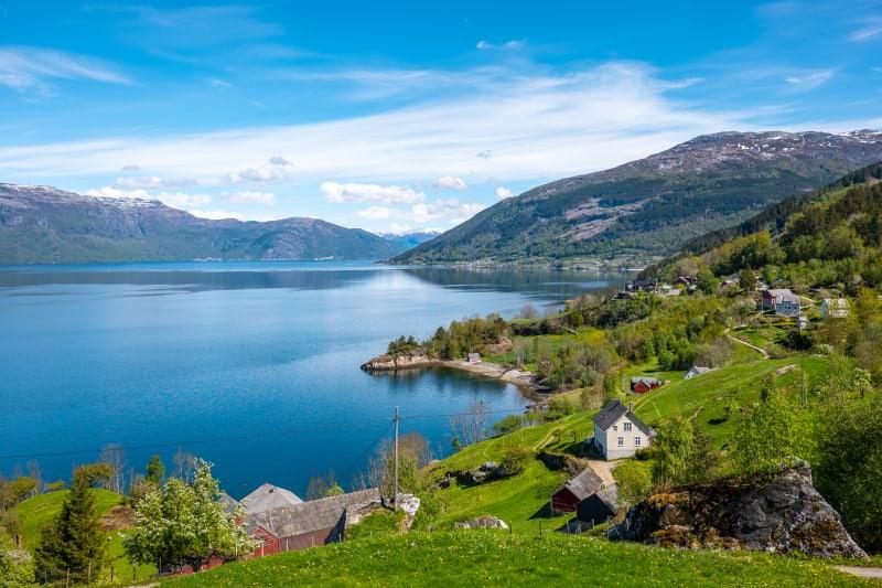 Lush life along the Hardangerfjord