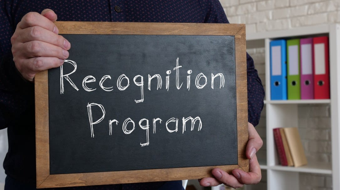 Why Should Clients Practice Freelancers Recognition? 6 Ways How This Is Done