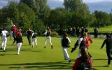 Der Jubel bei den Damen des GC St. Leon-Rot war riesig. Nachdem Karolin Lampert den letzten Putt sicher gelocht hatte, stürmten ihre Mannschaftskammeradinnen aufs Grün. )Foto: Golf Post)