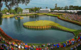 Es geht wieder rund an der 17: Bei der Players Championship spielen die besten Golfer der Welt gegeneinander. (Foto: Getty)