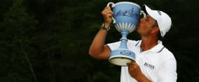 Genießt den Moment - Henrik Stenson gewinnt die Deutsche Bank Championship. (Foto: Getty)