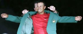 Tiger Woods bei seinem Masters-Sieg 2005. (Foto: Getty)