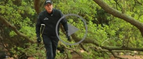 Phil Mickelson wandelt am Moving Day des US Masters 2018 auf einem schmalen Grad zwischen Genie und Wahnsinn. (Foto: Getty)
