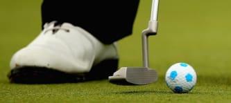 Golfball in Fußballoptik