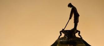 Der Ryder Cup in Nahaufnahme mit der Figur des Abe Mitchell. (Foto:Getty)