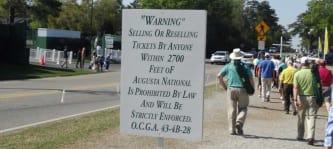 Schildern warnen die Verkäufer von Tickets. (Foto: Golf Post)
