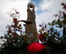 Alligator Statue aus Holz waehrend der Zurich Classics