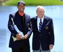 Tiger_Woods_Arnold_Palmer_2013