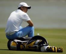 Golf-Caddie-Fotostrecke-0-Einleitungsbild-Anthony-Kim-alleine