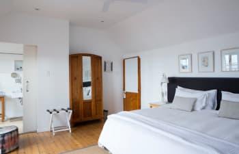 Die Zimmer des Chartfield Guesthouse sind in einem hellen Design gehalten...