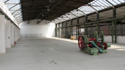 Die Lagerhalle vor Beginn des Lagerverkaufs.