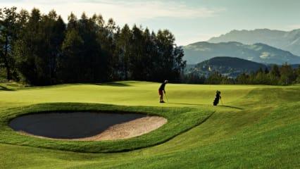 Eichenheim, Elf, Sport, Outdoor,golfen, golfen gehen,morgen,ausblick,Golfclub, Golfplatz, Sommer, Abend, Mann beim Putten, Mann, Golfer