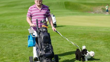 Vierbeiner und Birdies - Golfen mit Hund