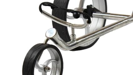 Das Vorderrad und die Halterung für das Golfbag.