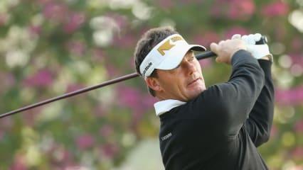 Alex Cejka verbesserte sich am zweiten Tag der Hong Kong Open auf den geteilten dritten Platz