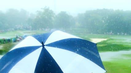 Anhaltender Regen sorgte auf der chinesischen Ferieninsel Hainan Island dafür, dass in der zweiten Runde der Blue Bay LPGA nur wenige Löcher gespielt werden konnten.