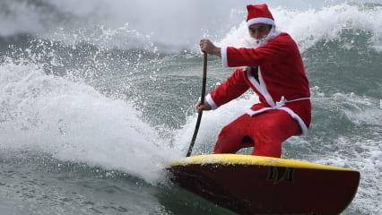 Als moderner Bubbaclaus würde auch Bubba Watson als sportlicher Weihnachtsmann seine Geschenke verteilen. Vielleicht wie in seinem neuen Song mit einem Luftkissen. (Foto: Getty)