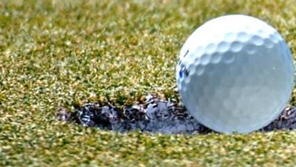 Wie oft bleibt der Ball genau so vor dem Loch liegen--viel zu oft. Aber was wenn das kein Zufall ist? (Foto: Getty)