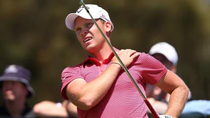 Oftmals klagen Golfer über Schulterbeschwerden beim Golf spielen. Auch Danny Willett macht seine Schulter zu schaffen beim Turnier in Melbourne am 22. November 2013. (Bild: Michael Dodge/gettyimages)