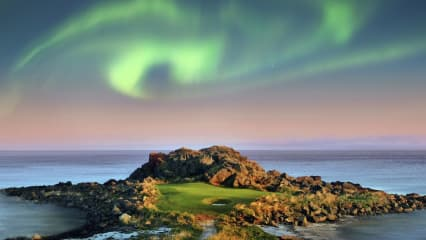 Polarlichter (Aurora Borealis) über dem Lofoten Golf Links in Norwegen. (Foto: Jacob Sjöman)