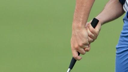 Rory McIlroy hat seinen Griff umgestellt. Die linke Hand greift nun tiefer als die rechte. (Foto: Getty)