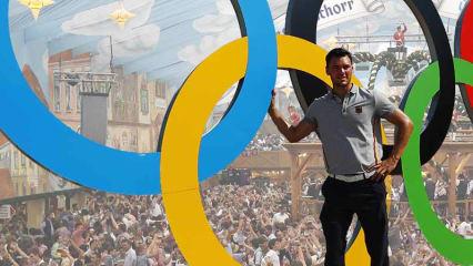 Die Ringe stehen ihm gut: Martin Kaymer zeigt sich von der Atmosphäre in Rio absolut begeistert. (Foto: Getty)