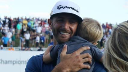 Dustin Johnson ist im vollkommenen Glück angekommen. Mit seinem Sohn im Arm feiert er den Sieg bei der BMW Championship. (Foto: Getty)