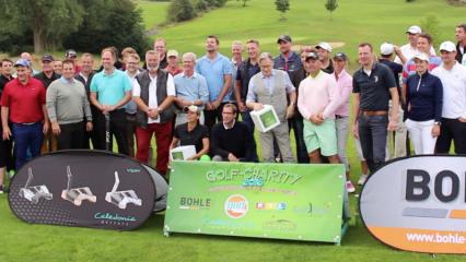 Auf dem Platz des Golfclub Oberberg ging es hoch her: Prominente zeigten ihr Können für den Guten Zweck. (Foto: Golf Post)