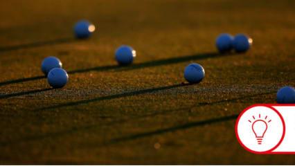 Ballreihen auf der Driving Range helfen beim Training der Längenkontrolle. (Foto: Getty)