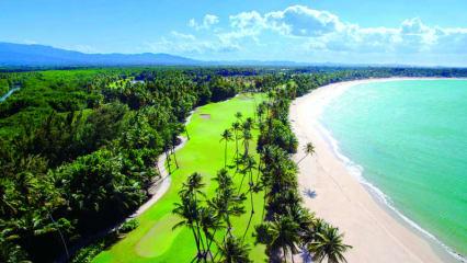 Golf in Puerto Rico ist häufig mit spektakulären Panoramaausblicken auf die Karibische See verknüpft.