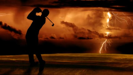 Sommerzeit ist Gewitterzeit. Golfer sollten sich vor Donner und Blitzen frühzeitig in Sicherheit bringen.
