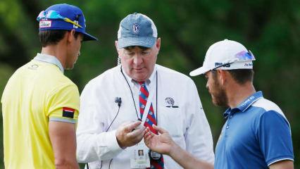 Wenn Sie sich mit Ihrem Flightpartner über die Golfregeln streiten, können Sie einen Regelball spielen. (Foto: Getty)