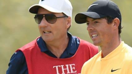Rory McIlroy (r.) war viele Jahre erfolgreich mitseinem Caddie JP Fitzgerald auf den Touren unterwegs.