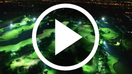 Mitten in der Nacht auf den Golfplatz? In Thailand ist das möglich. (Screenshot: adventuresingolf.skratchtv.com)