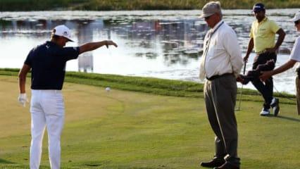 Rickie Fowler darf ab nächstem Jahr laut den neuen Golfregeln schon ab Kniehöhe aufwärts den Ball droppen lassen. (Foto: Getty)