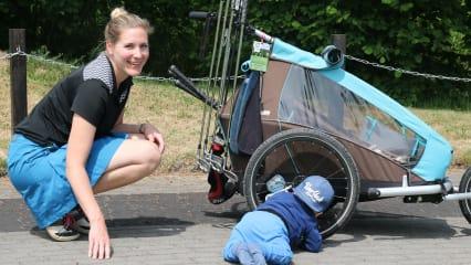Auch mit dem kleinen Leo geht es für Maike Blankartz selbstverständlich auf den Golfplatz. Bei richtiger Vorbereitung kein Problem. (Foto: Maike Blankartz)