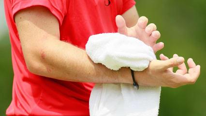 Das Handgelenk wird beim Golf ständig belastet. Das richtige Training hilft, um Schmerzen in der Zukunft vorzubeugen. (Foto: Getty)