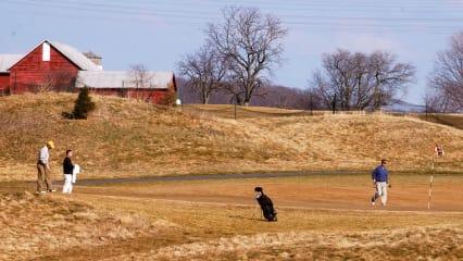 Braun statt grün - so sahen auch viele deutsche Golfplätze in diesem Sommer aus. (Foto: Getty)