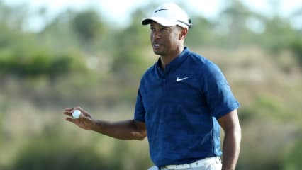 Tiger Woods teet bei der Farmers Insurance Open auf der PGA Tour auf. (Foto: Getty)