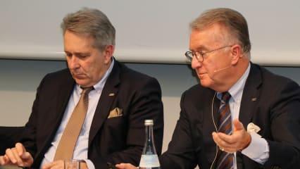 Claus Kobold (li.) neben Vorstandskollege Achim Battermann bei der Jahrespressekonferenz 2019 des DGV. (Foto: DGV)