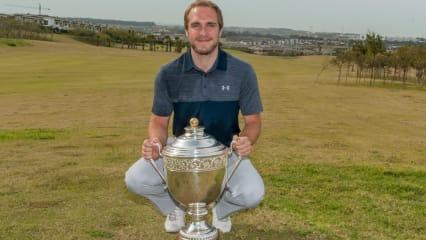 Kevin Duncan mit seiner ersten Trophäe auf der Pro Golf Tour. (Foto: GolfsupportNL)