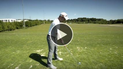 Fabian Bünker zeigt Ihnen, wie Sie einen Draw spielen. (Foto: YouTube/Golf Post)