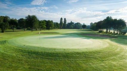 Der Golf-Club Bensheim stößt auf der Mitgliederversammlung, auf eine erfolgreiche Saison 2018, an und gibt Ausblicke auf die kommende Saison. (Bildquelle: Golf-Club Bensheim)