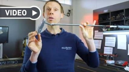 Der Clubfixx-Experte Florian Rehling erklärt alles zum Thema Puttergewichtung. (Foto: Clubfixx/ YouTube)